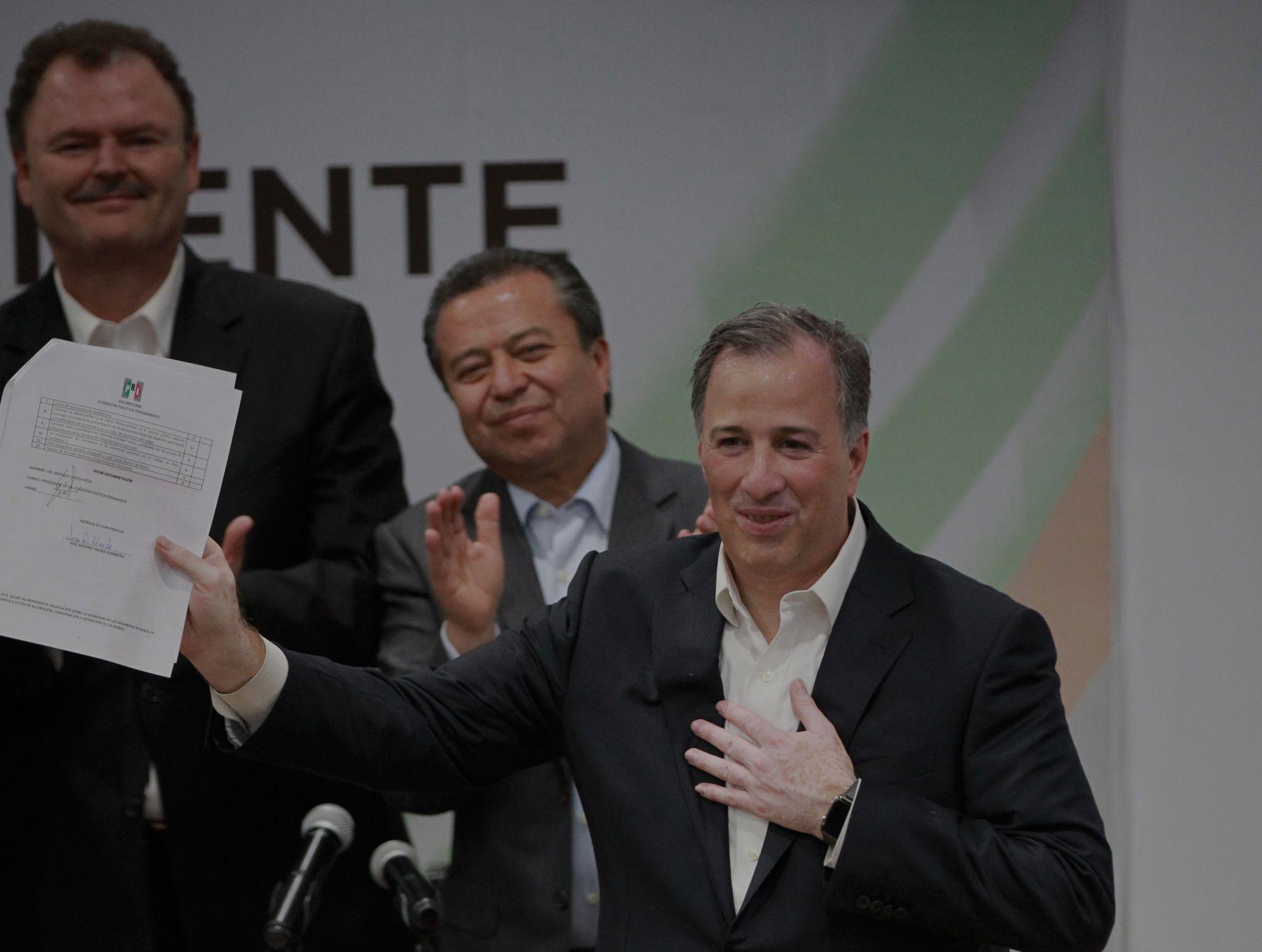 El reputado economista, abogado y exsecretario de Hacienda José Antonio Meade (d)