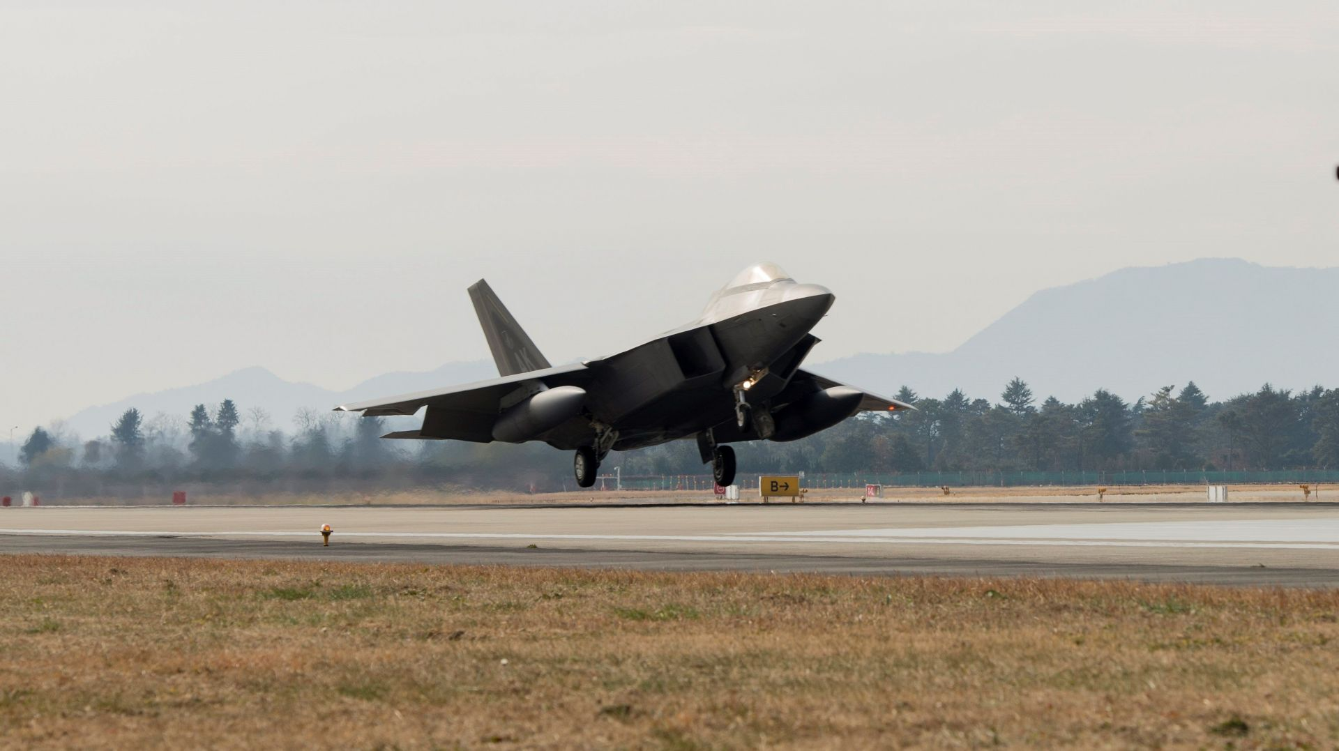 EEUU y Corea del Sur inician grandes maniobras aéreas tras misil norcoreano
