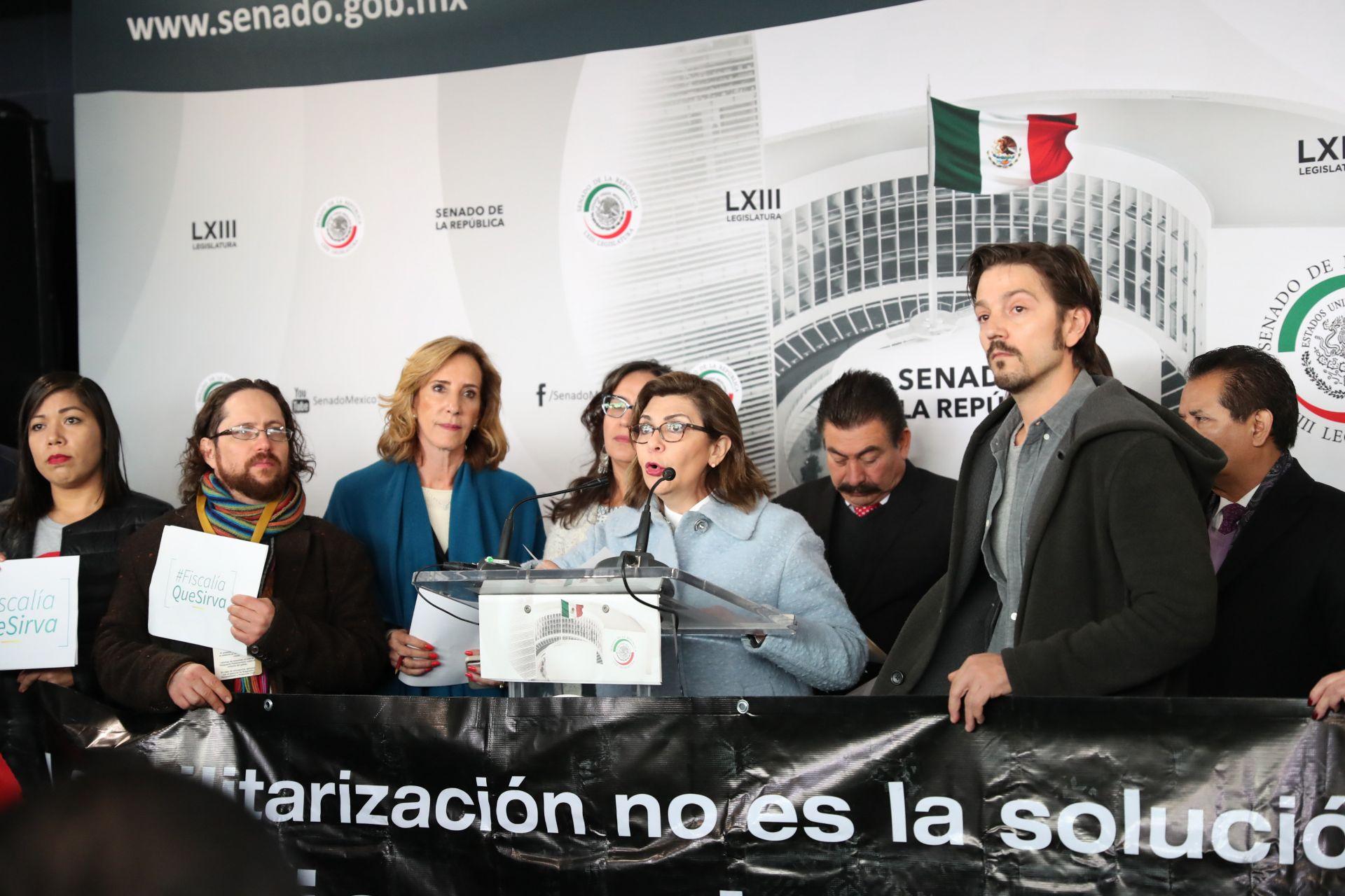 Diego Luna pide a mexicanos no quedarse de brazos cruzados ante Ley Seguridad
