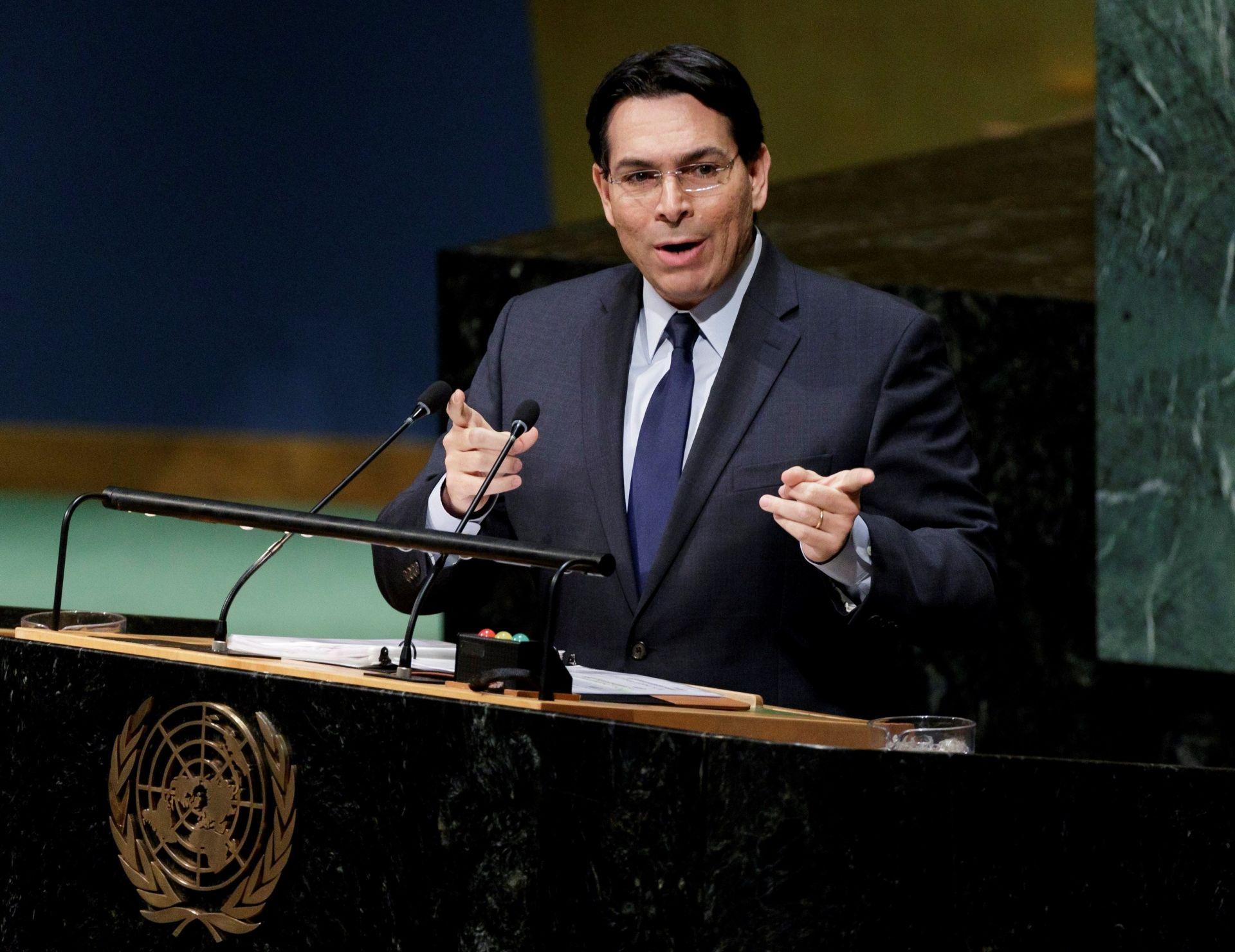 El embajador israelí en la ONU, Danny Danon, interviene antes la votación de una resolución crítica en la Asamblea General de la ONU, en la sede de las Naciones Unidas en Nueva York (Estados Unidos) hoy, 21 de diciembre de 2017