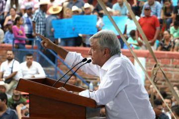 López Obrador ofrece reconstrucción a afectados del huracán Willa