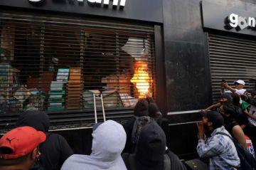 Manifestantes causan destrozos y pérdidas por 100 millones de pesos durante