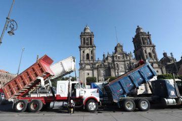 Transportistas bloquean la CDMX por obras del nuevo aeropuerto de Santa Lucía
