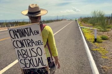 Alemana cruza península de Baja California en contra el abuso sexual