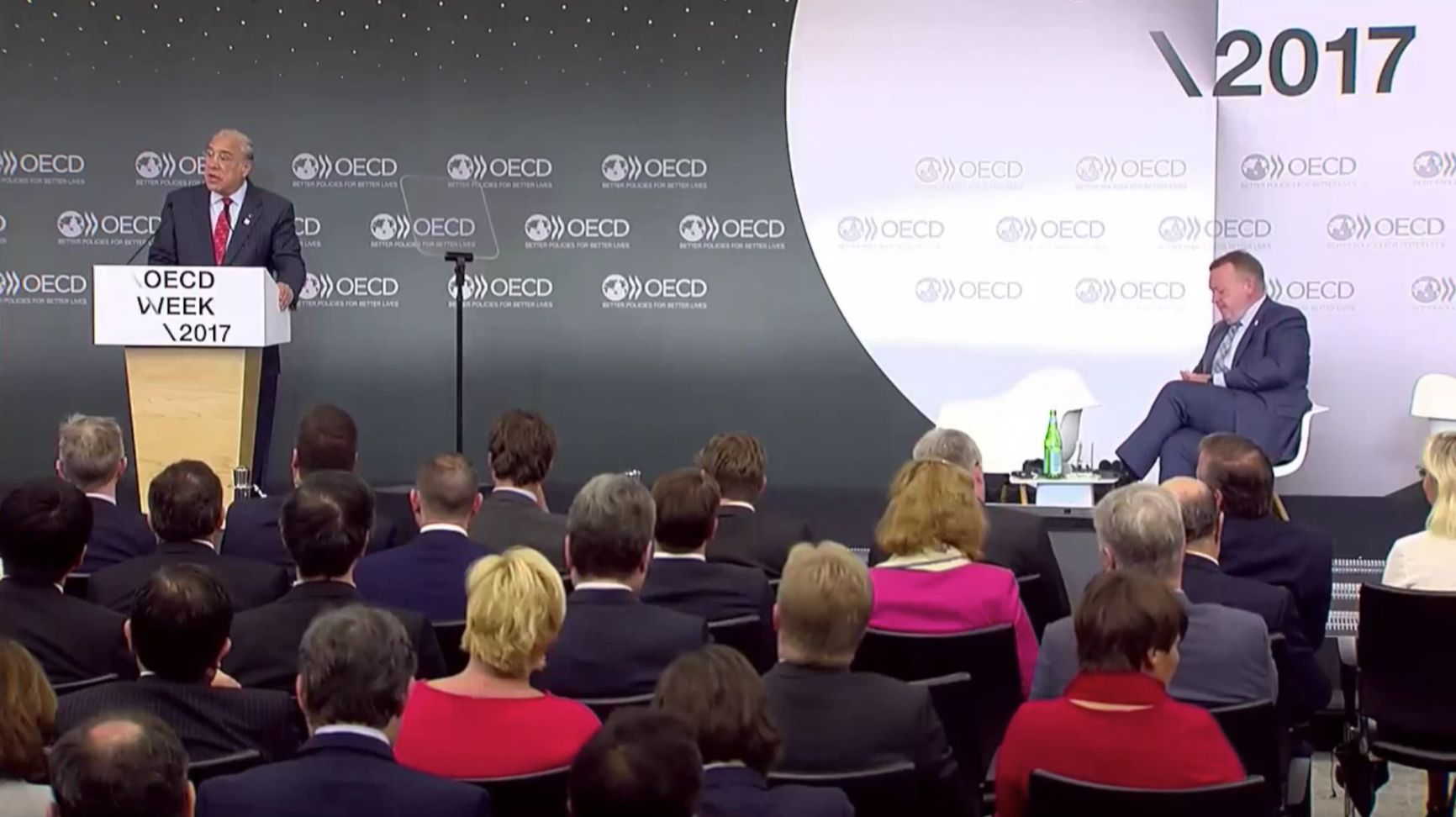 El endeudamiento en el sector privado y en los hogares genera preocupación en la OCDE, especialmente en países como China.