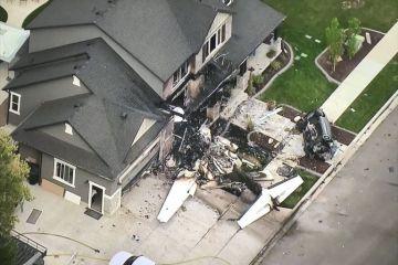 Un hombre estrella avioneta contra su casa en EE.UU. tras agredir a su mujer