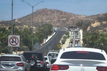 Choque entre tres camionetas transportadoras provocó tráfico lento sobre la