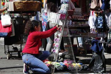 Comercios y puestos reabren en Ciudad de México pese a la COVID-19