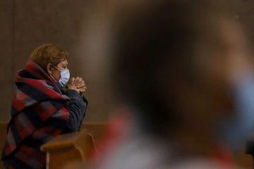 Estados Unidos suma otros 3,223 fallecidos por covid-19 y rebasa los 337,000