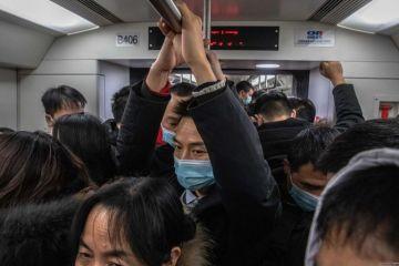 China registra 13 contagios locales entre sus 33 nuevos casos de covid-19