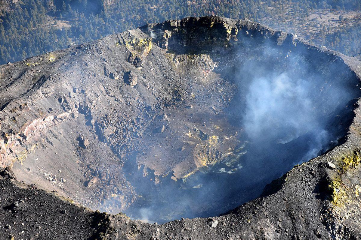 crater del volcan de colima