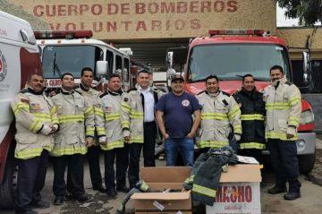 Donan equipos de protección a bomberos de SJC
