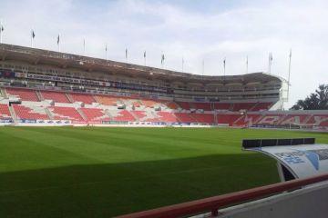 Aficionados regresan a los estadios después de siete meses en el torneo