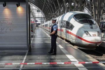 La muerte de un niño arrojado al tren por un desconocido sacude Alemania