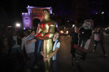 México festeja triunfo de Guillermo del Toro en ciudad natal del director