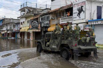 México desaloja a miles de pobladores de zona de riesgo por el huracán Willa