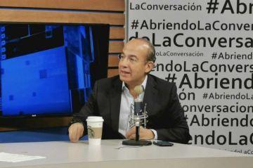 """Felipe Calderón llama a organizarse políticamente contra AMLO para """"rescatar"""
