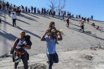 México deporta 98 migrantes que protagonizaron trifulca en frontera con EEUU