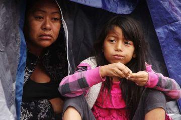 Para prevenir propagación de enfermedades por lluvias, migrantes son forzados