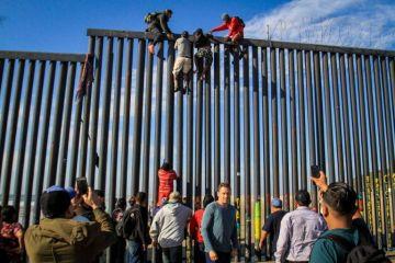Migrantes cruzan ilegalmente a EE.UU y se entregan a autoridades para agilizar
