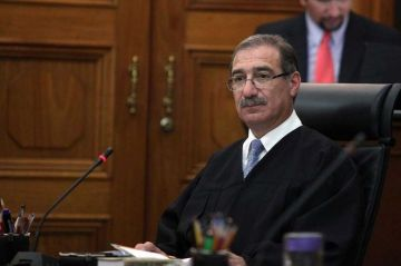 Corte Suprema suspende ley que impide ganar más que el presidente de México