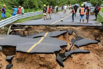 Narda ya es tormenta tropical y ocasiona fuertes lluvias en México