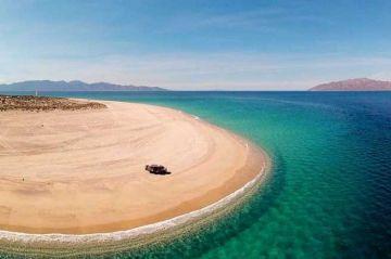 Denuncian daño ambiental para tortugas por extraer arena de playa en La Paz